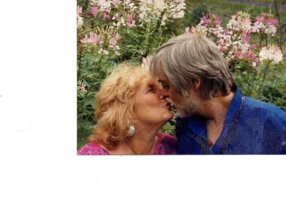 stephen-and-tasha-kissing-2087